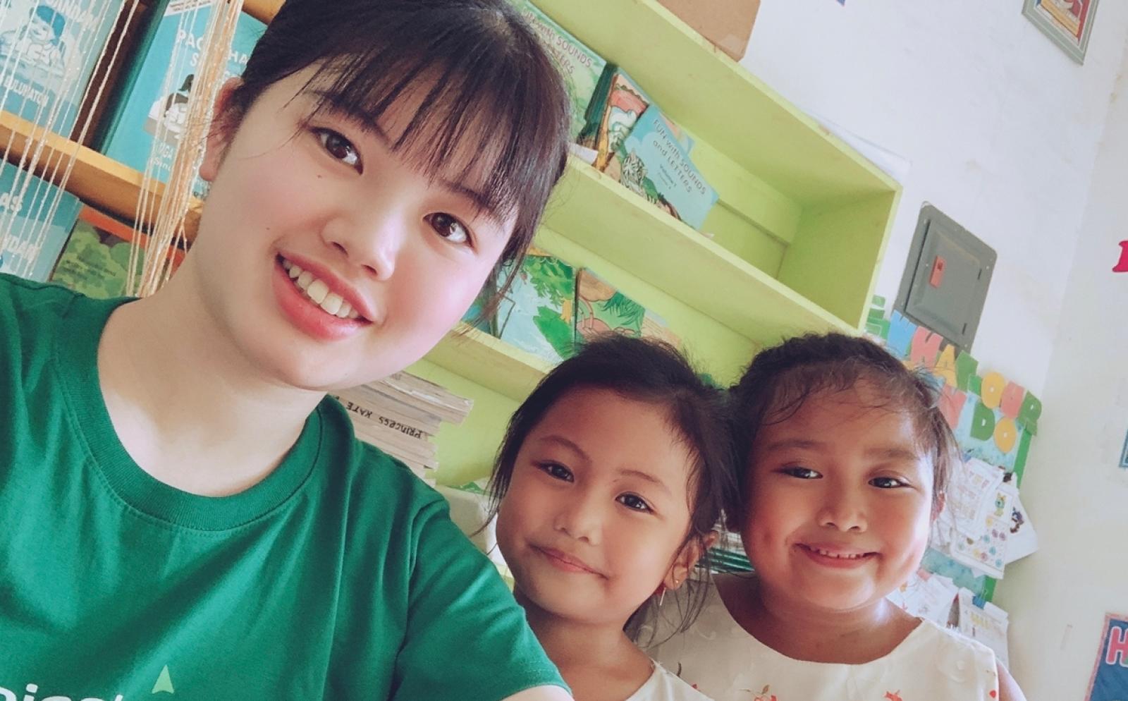フィリピンでチャイルドケアボランティア中の川尻千夏さん